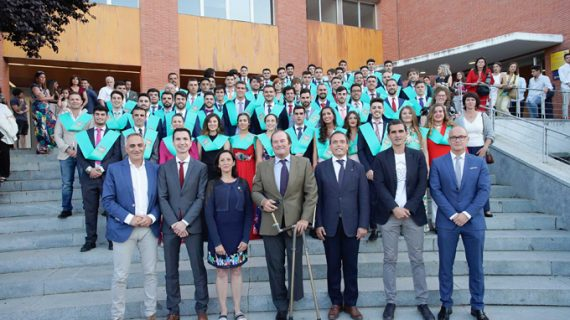 El regatista Arturo Montes apadrina a una nueva promoción del Grado en Ciencias de la Actividad Física y del Deporte de la UPO