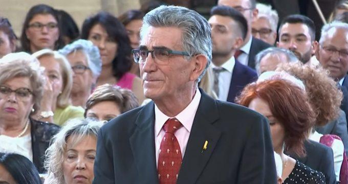 El Rey impone la condecoración de la Orden del Mérito Civil a un vecino de Mairena del Aljarafe