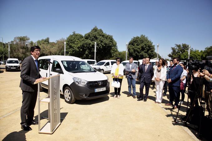 Entregan nueve furgonetas a entidades locales sevillanas de menos de 20.000 habitantes