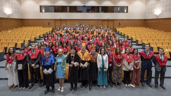 Más de cien estudiantes de posgrado se gradúan en la Universidad Loyola