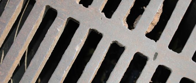 Gran inversión en la limpieza de redes de saneamiento e imbornales en distintas zonas de Sevilla