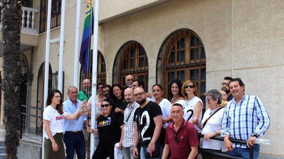 La bandera LGTBI luce en San Juan de Aznalfarache hasta el 28 de junio