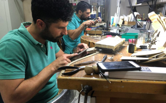 Las joyas de Arahal hechas arte que viajan por todo el mundo