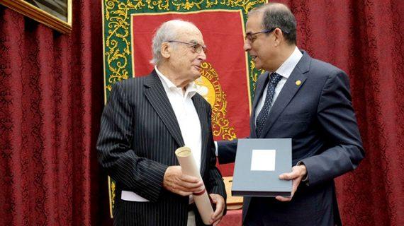 El artista Luis Gordillo recibe el VI Premio de Cultura de la Universidad de Sevilla