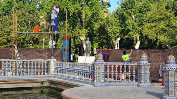 Reponen la balaustrada y la farola de Plaza de España tras la caída de una palmera