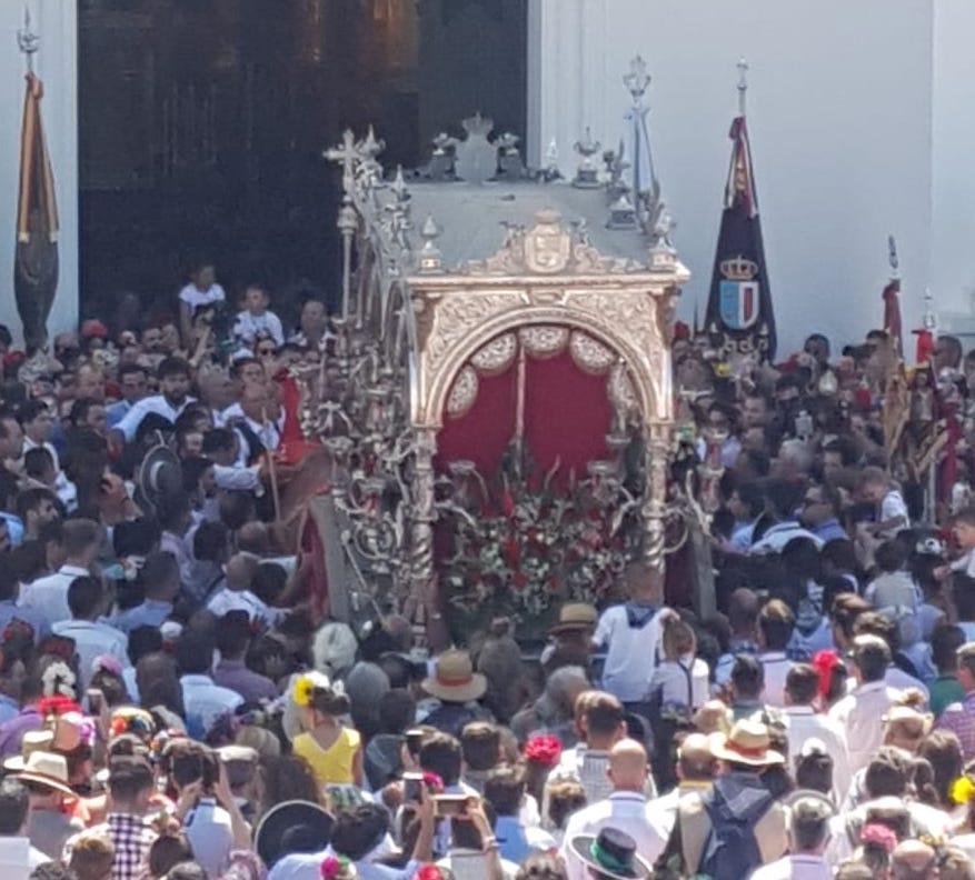 La sevillana Villamanrique de la Condesa abre la presentación del sábado en El Rocío