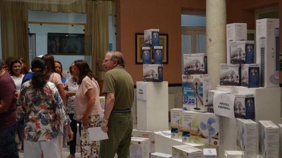 Los sevillanos donan ventiladores a familias en riesgo de exclusión social