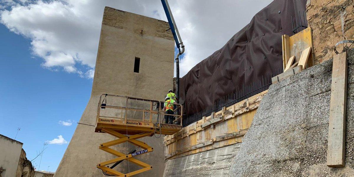 La restauración de la muralla del Castillo de Utrera encara ya la recta final