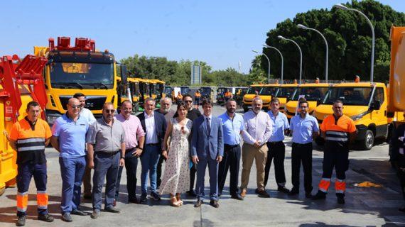 Incorpora 24 nuevos vehículos para reforzar la limpieza de los barrios y aumentar el nivel de reciclaje