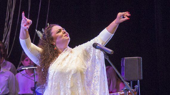 La cantaora María José Carrasco, Hija Predilecta de Los Palacios y Villafranca
