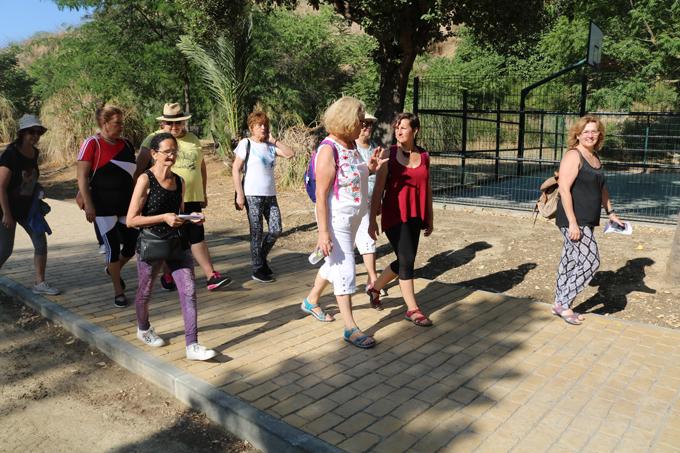 Comienza el programa de rutas grupales de autocuidado 'Caminando junt@s' en San Juan de Aznalfarache