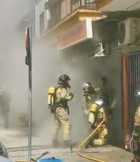 Sofocan un incendio en un comercio de alimentación en la calle Juan Díaz de Solís de Sevilla
