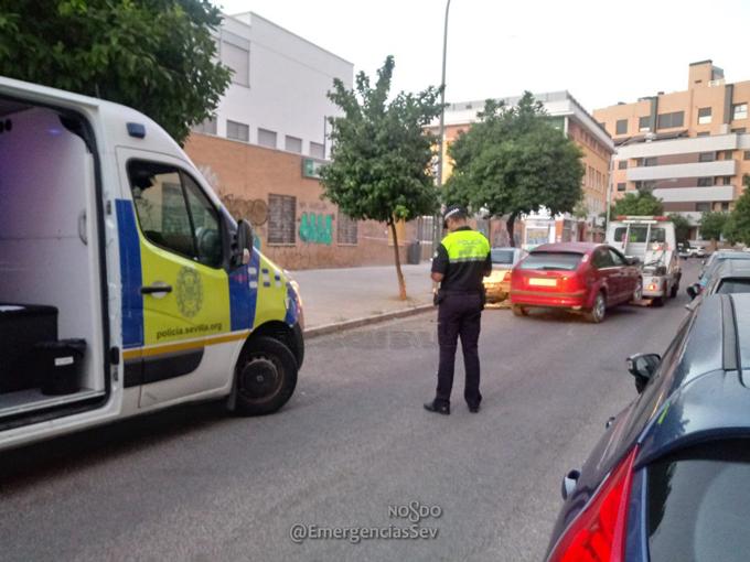 Un conductor da positivo en drogas tras chocar contra vehículos estacionados en la avenida Dr Puelles de los Santos