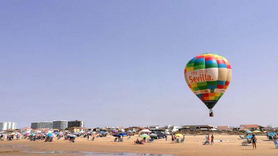El globo 'Hay otra Sevilla' surca los cielos de Segovia y Punta Umbría haciendo promoción de la provincia