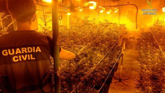 La Guardia Civil detiene a diez personas en Almensilla por un robo de droga por parte de falsos agentes