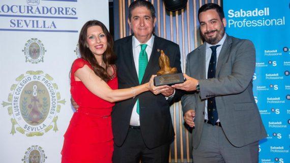 El Colegio de Procuradores concede a José Joaquín Gallardo el VI Premio 'Procuradora Ascensión García Ortiz'