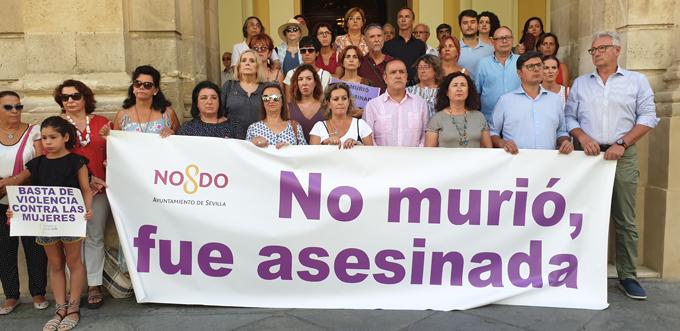 Sevilla se solidariza con la última víctima de violencia de género en Andalucía