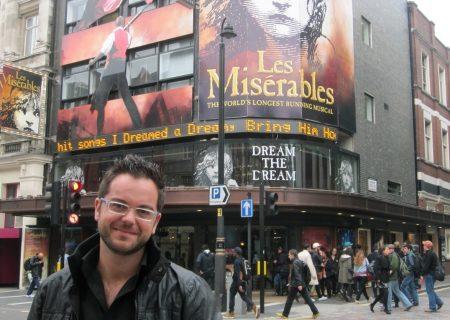 El director de orquesta alcareño Alfonso Casado, a punto de estrenar una nueva versión de 'Los Miserables' en el Gielgud Theatre de Londres