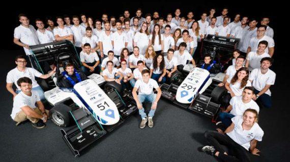 El equipo de F1 de la US se sube al podio en el circuito de Montmeló