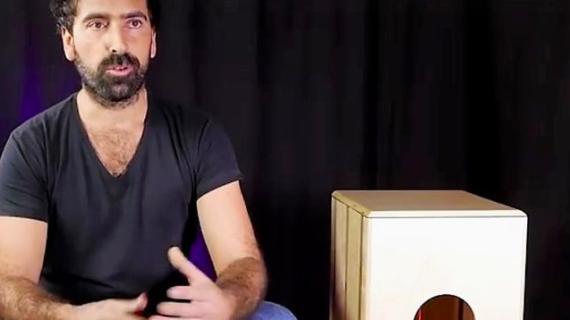 El cajón flamenco plegable, un invento sevillano que nació por accidente