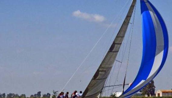 Un barco con bandera del Club Náutico Sevilla logra el triunfo en el Campeonato andaluz de Crucero de Altura