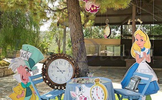 Dos vecinos de La Rinconada se arman de imaginación para recrear bodas al estilo Disney o 'El Señor de los anillos'
