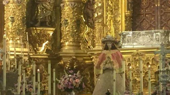 La aldea almonteña celebra el Rocío Chico mientras aguarda la salida de la Virgen del Rocío para su traslado a Almonte