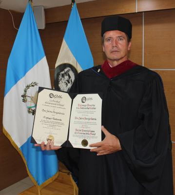 El ginense Jaime Parejo, investido como Doctor Honoris Causa por la Universidad Galileo de Guatemala