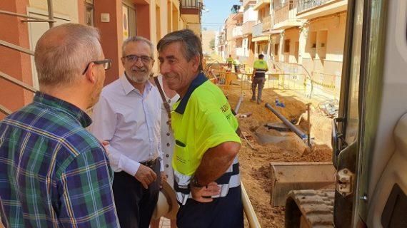 Comienza la reurbanización del acerado de varias calles de Palmete, en el Distrito Cerro-Amate