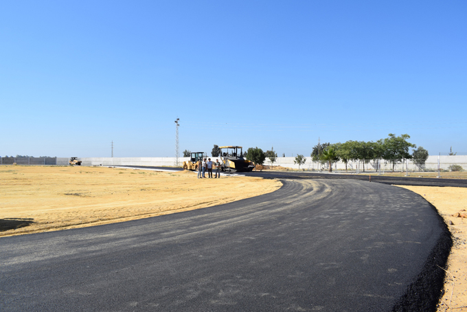 Los Palacios y Villafranca renueva las instalaciones de las pistas de atletismo
