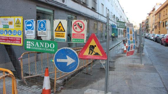 Acometen obras de renovación del adoquinado en las calles Betis y Troya y de mejora del acerado en Salado