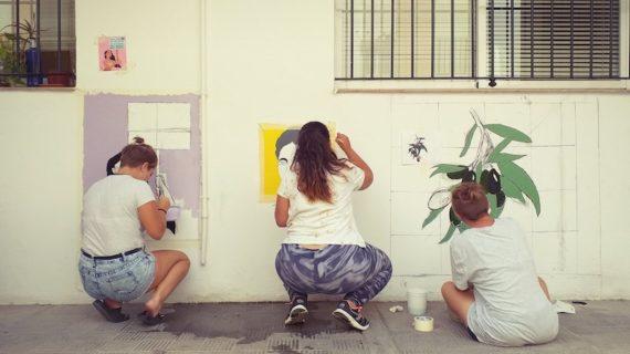 Murales reivindicativos para iluminar el Centro Juvenil de San Juan de Aznalfarache