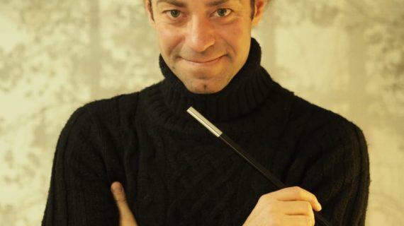 Un profesor de Albaida del Aljarafe es premiado por sus originales clases con magia