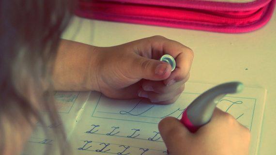 Más de 137.000 escolares sevillanos de Educación Primaria recibirán libros de texto nuevos el próximo curso 19/20
