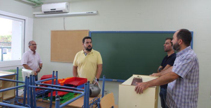 Ventanales y aparatos de aire acondicionado nuevos para mejorar la climatización de los colegios de Gines