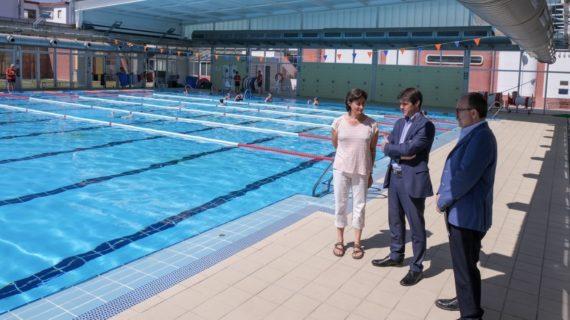 Más de 30.000 sevillanos disfrutan de las piscinas municipales en julio