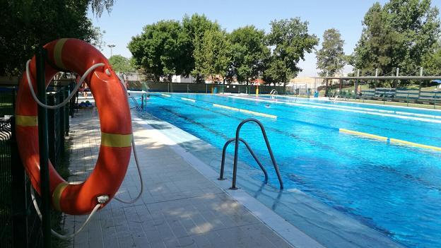 Morón abrirá en horario nocturno la piscinas municipales