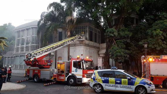 Extinguen un incendio en la Avenida María Luisa de Sevilla