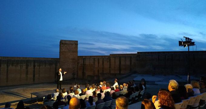 #Noctaíra19 abre el ciclo teatral en la fortaleza medieval alcalareña con 'Un Castillo para el teatro'