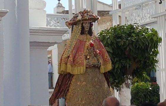 La Virgen del Rocío llega a la Iglesia de la Asunción de Almonte arropada por miles de fieles