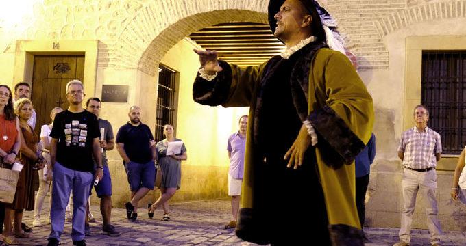 Los ciudadanos conocen a través de rutas teatralizadas la Sevilla de Magallanes-Elcano