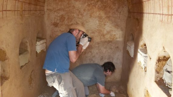 Arqueólogos de Carmona encuentran una cámara funeraria romana con 2000 años de antigüedad completamente intacta