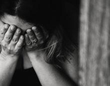 98 hijos de mujeres víctimas de violencia de género reciben terapia psicológica en Sevilla hasta junio