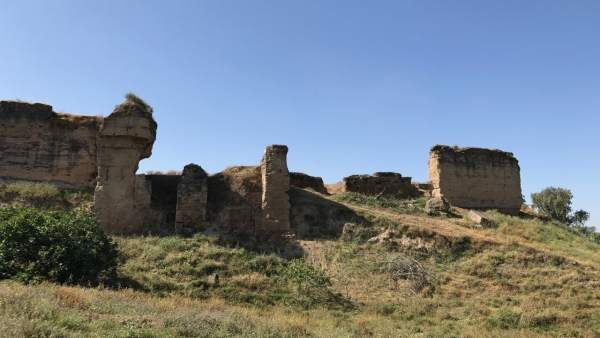 Patrimonio da el visto bueno al proyecto de restaurar la Muralla del Castillo de Lora del Río