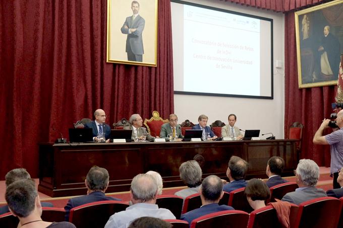 Firma del convenio entre el Puerto de Sevilla y la Hispalense.