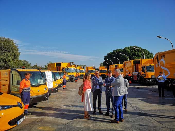 Un total de 16 nuevos vehículos mejoran el servicio de limpieza de la capital hispalense