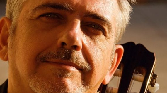 El músico Manuel Imán llega al Lope de Vega en su 65 cumpleaños para repasar sus 50 años de carrera