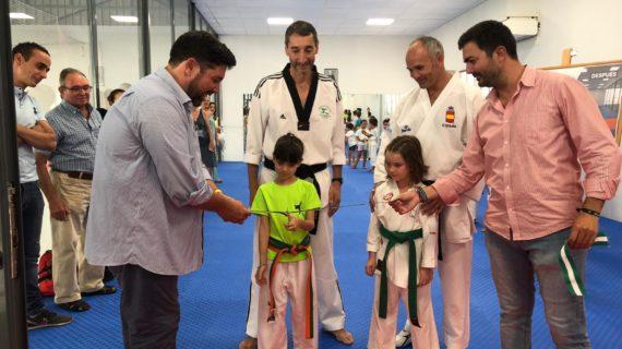 Ya se puede practicar kárate y taekwondo en Lora del Río