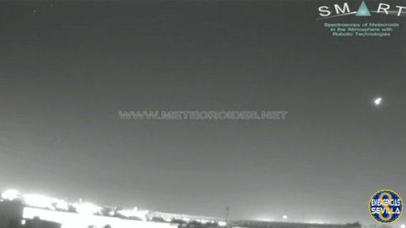Un bola de fuego surca el cielo de la provincia de Sevilla
