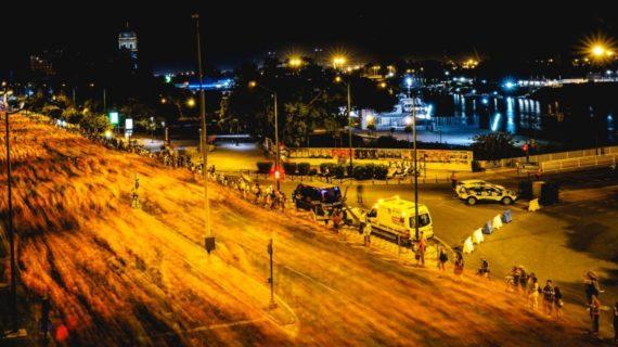 Luis Miguel Moreno y Carolina Robles se imponen entre 20.000 corredores en la Nocturna del Guadalquivir